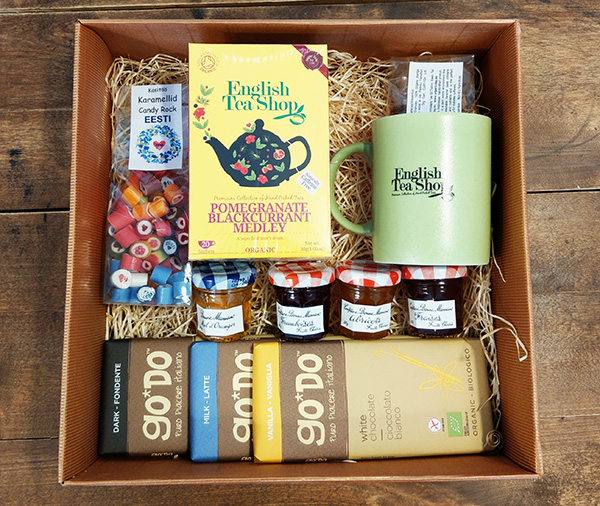 Giftbox tea and chocolate