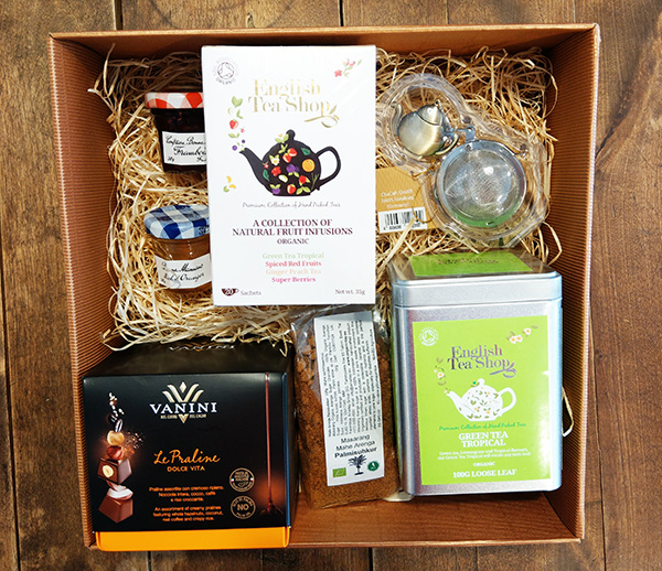 Giftbox Loose tea Praline Tea bags assorted Jams Tea strainer Palm sugar